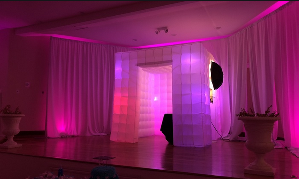 One iPad photo booth brings entertainment in a unique way